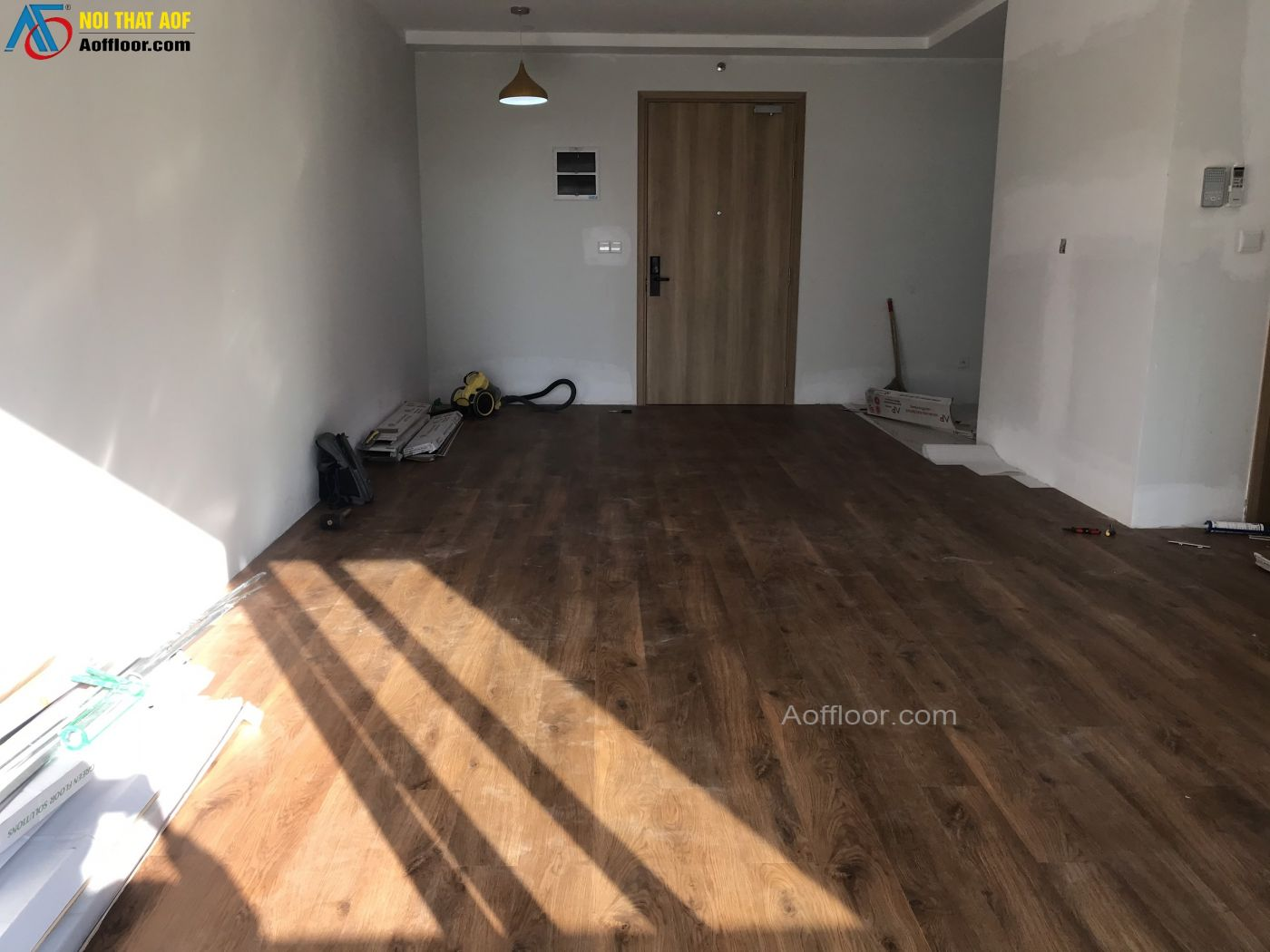 Thi công sàn nhựa hèm khoá AP - 4902 tại chung cư Celadon City