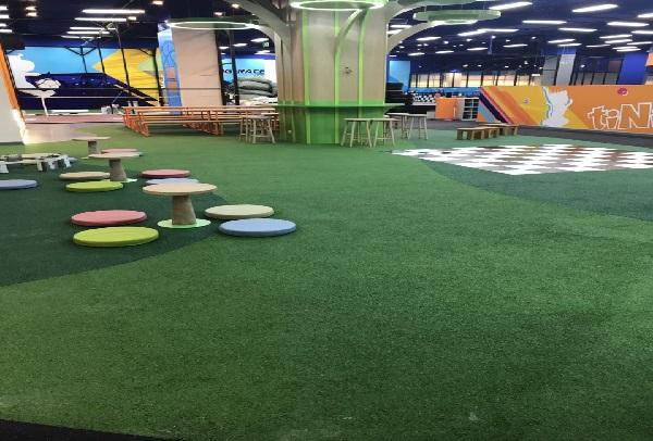 Lắp đặt sàn cao su cho khu vui chơi ở Aeon Mall Tân Phú